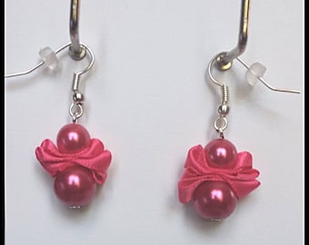 Earrings glass beads and hot pink satin