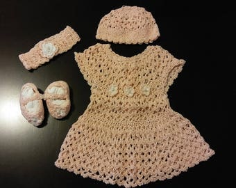 Beautiful hand made baby girl crochet set for 0 to 3 months old. Perfect for photo shoots.