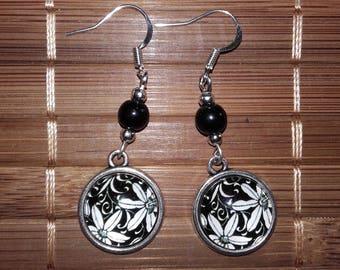 Pair of Asian flowers earrings
