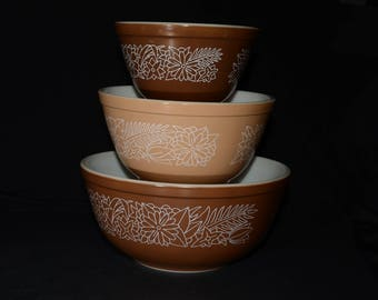PYREX, Woodland, Set of 3 bowls, 401, 402 and 403, Vintage Pyrex Mixing Bowl Set, 1970s Kitchen, Vintage, Brown, Beige, Floral pattern