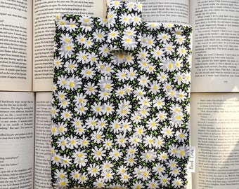Daisy Book Love Sleeve