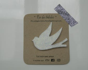 "Badge ""swallow"" white glitter"