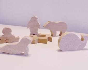 Wooden Toy: 5 animals of the ice and an iceberg made of wood