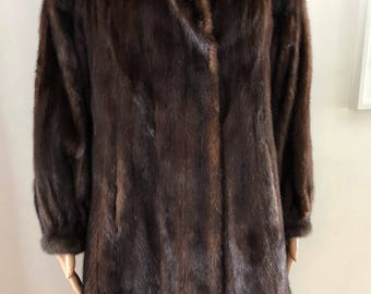 Vintage brown mink 3/4  fur coat size  medium large /  manteau de fourrure  vision brun foncé 3/4  grandeur  moyen large