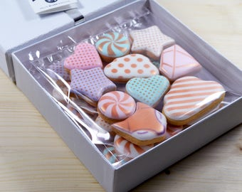 1 box of assorted biscuits - Maxi Box of 250g