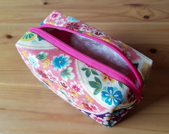 Pink blue flower pouch, toiletries pouch, small pouch, cosmetics etui, smartphone wallet, daily pouch, zipper purse, pencil case