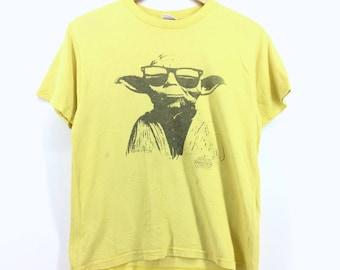 Movie Tees Star Wars T-shirt Medium Size