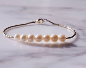 White pearl and gold beads bracelet