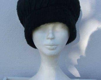 Black faux fur beret.