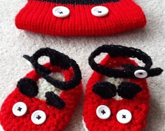 New Hand Knitted/Crochet Baby Unisex Mickey Mouse Set Hat and Booties 0-12 months