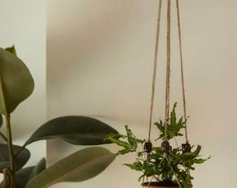 Natural jute plant hanger with wooden beads. 120cm.