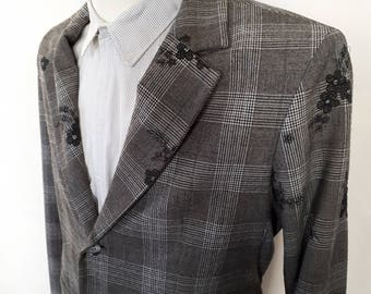 Grey Men's suit jacket and trousers in two differetn colours