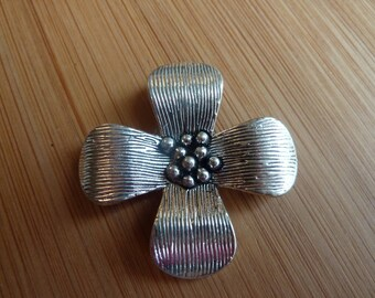 Pendant crafted flower / Tibetan silver / 38 mm