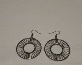 Circle wire earrings