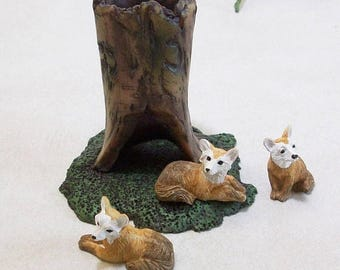 SUMMER SALE 20 % off Miniature tree stump and foxes: Fairy garden or terrariums Polymer clay rustic tree stump