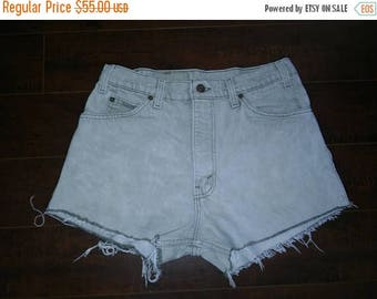 Closing Shop 40%off SALE Levis 550 High Waisted Cut Off Shorts W 31 Waist Vintage 90s