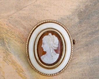 ON SALE Vintage  French cameo  brooch