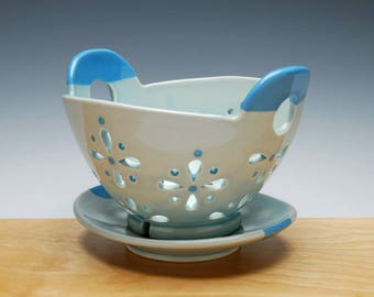 Berry Bowl & Saucer set in Frost Gloss w. Sky Blue detail
