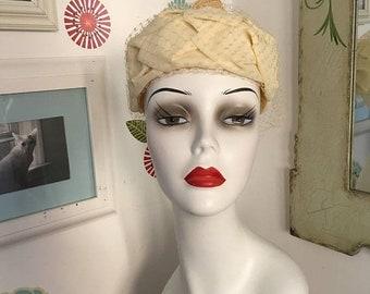 40 % OFF Vintage Pillbox Hat, Ivory Open Crown Hat with Net Veil, Wedding Hat