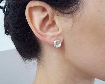 Silver hoop stud - round silver earrings - brushed and polished - super white - round open stud