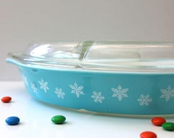 1950s Turquoise Snowflake Pyrex Cinderella casserole with lid.