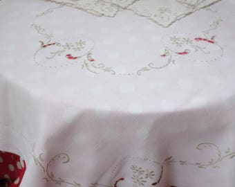 pretty embroidered tablecloth and 6 napkins