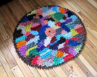Vintage Hand Made Rag Rug Retro Farmhouse Floor Mat Decor 1960s 70s Throw rug Round Shaggy Textile Rug Fabric Folk Art Cozy Bathroom Mat