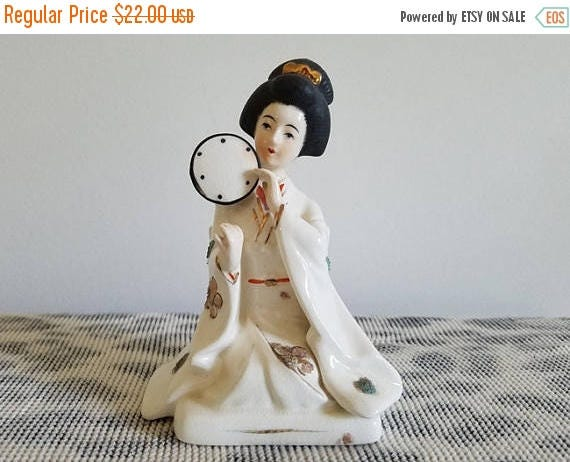 Christmas in July Sale Vintage Japan geisha woman porcelain figurine / Napco / Asian / Oriental / ceramic / pottery / Napcoware