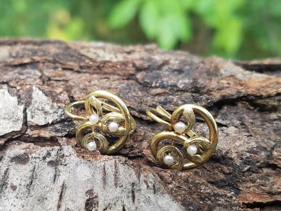Antique Edwardian Art Nouveau 18k gold European made seed pearl heart shaped pierced earrings / lever back