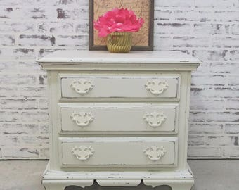 End Table / Nightstand, Distressed White Cottage Style - NS603 Shabby Farmhouse Chic