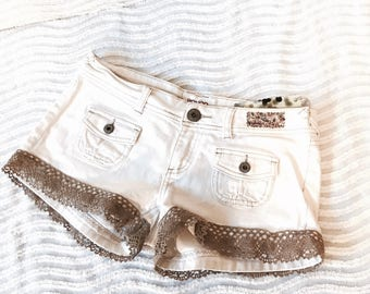 Embellished vintage bongo festival shorts medium