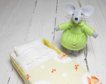 Stuffed felt mouse mouse in a matchbox matchbox doll  christmas stocking stuffers stuffed miniature