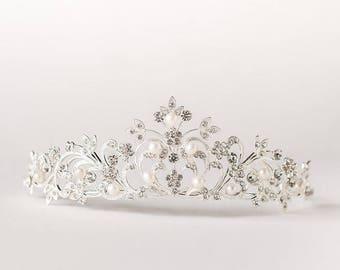 Silver Bridal Crown, Pearl Wedding Tiara, Wedding Hair Accessory, Wedding Headpiece, Bridal Hairpiece