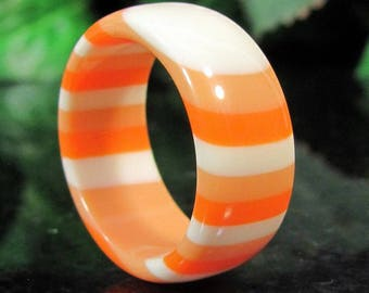 Vintage LAMINATED LUCITE Ring Shades of Orange to Ivory Convertible