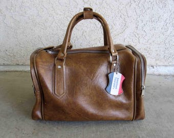 Vintage American Tourister Overnight or Carry-on Bag in Brown Vinyl. Circa 1960's.
