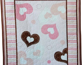Hearts Baby quilt in pink