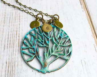 Family Tree Necklace Gift for Mom Initial Necklace Boho Tree Pendant Personalized Necklace Gift for Grandma Family Necklace Monogram Tree