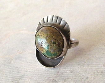 Vintage Native American Style Sterling Silver Ring with Brown / Green Stone