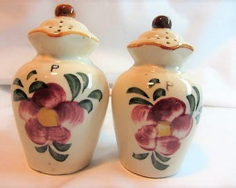 Vintage Ceramic Pitcher Salt and Pepper Shakers Souvenir From Harrisonville MO Made in Japan, Souvenir Collectible Shakers, Foral Shaker Set