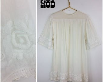 BEAUTIFUL 70s White Gauzy Cotton Hippie Dress with Embroidered Flowers and Bell Sleeves