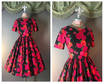 vintage 50s dress 1950s l Dark Garden l RED ROSES BLACK pink orange green cotton full skirt dress