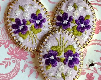 Petit Point,Vintage Hobe Cabochon,Violets Cabochon,Flowers Embroidery tent stitch Silk Gold Plate Garden Flowers Shabby chic Brass (1488AS)