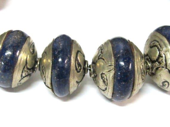 1 Bead - Ethnic Tibetan silver capped rondelle shape Lapis Lazuli gemstone beads from Nepal - BD970