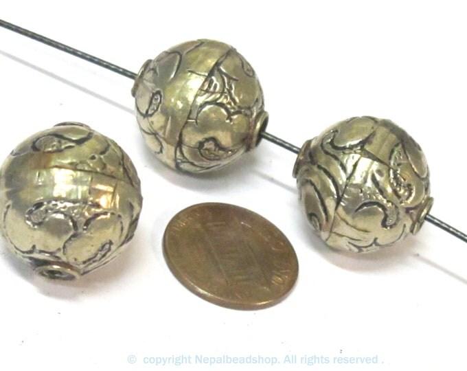 1 BEAD - Tibetan repousse floral design oval shape beads  18 - 19 mm -  BD978
