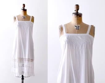 1920's white slip. cotton. 1920 lace lingerie. nightgown. floral embroidery. S. m.