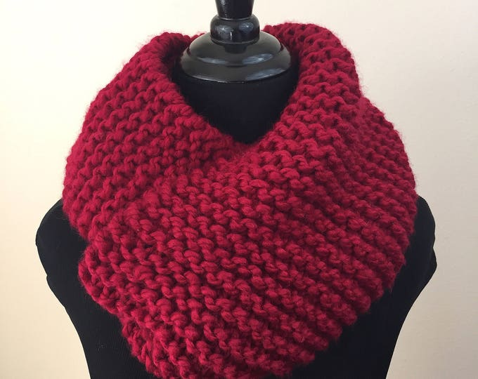Chunky Knit Infinity Scarf in Red