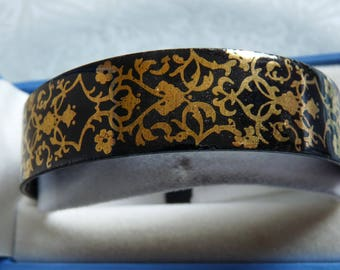 LAURANA Signed Vintage Italian Black and Gold Enamel Bangle Italy