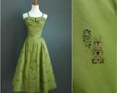 1940s-1950s hawaiian dress, vintage tiki dress, novelty print dress, plus size, volup dress, chartreuse green dress, tiki dress, tiki oasis