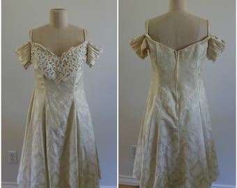 90's Vintage Ivory Broacade Tulle Off The Shoulder Party Dress - Size 12 - Made in USA
