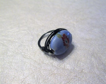 Beaded wire wrap ring, blue glass bead with flower, size 8.5
